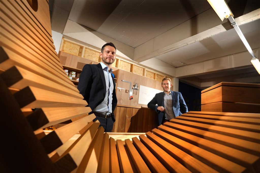 Jonathan Armitage of NEL Fund Managers (left) with Jake Newport of Finnmark Sauna